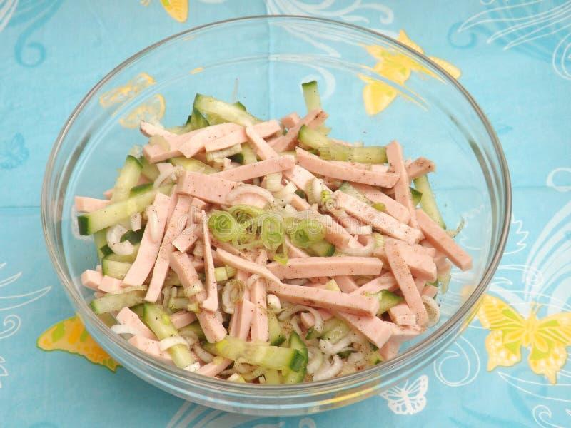 Download Salade Van Worst Met Komkommer Stock Foto - Afbeelding bestaande uit komkommer, worst: 54082570