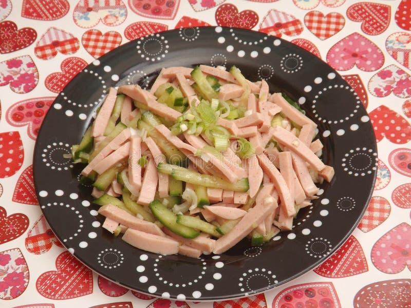 Download Salade Van Worst Met Komkommer Stock Foto - Afbeelding bestaande uit komkommer, aanzet: 54082604