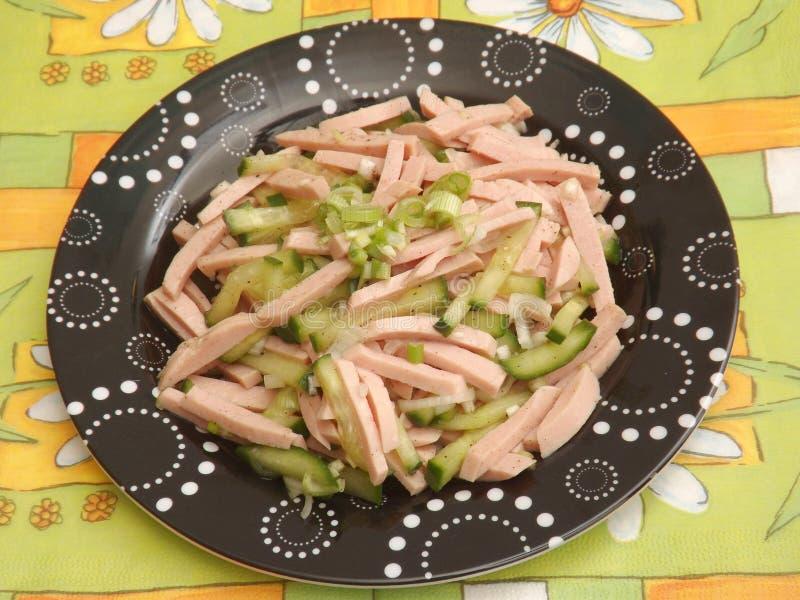Download Salade Van Worst Met Komkommer Stock Afbeelding - Afbeelding bestaande uit salade, vlees: 54083041