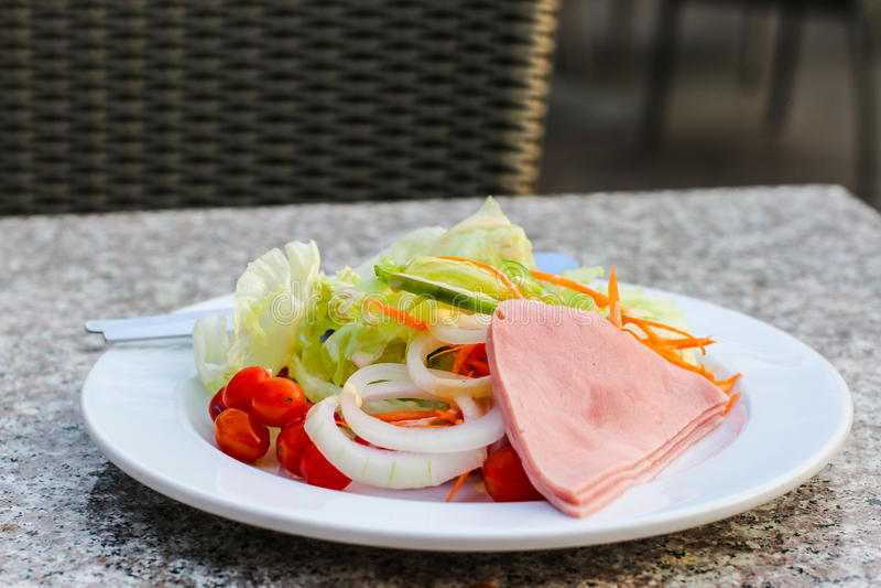 Salade verte fraîche de jardin photos stock