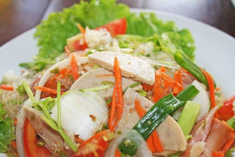 Salade vietnamienne épicée de saucisse - Yum Moo Yor images libres de droits