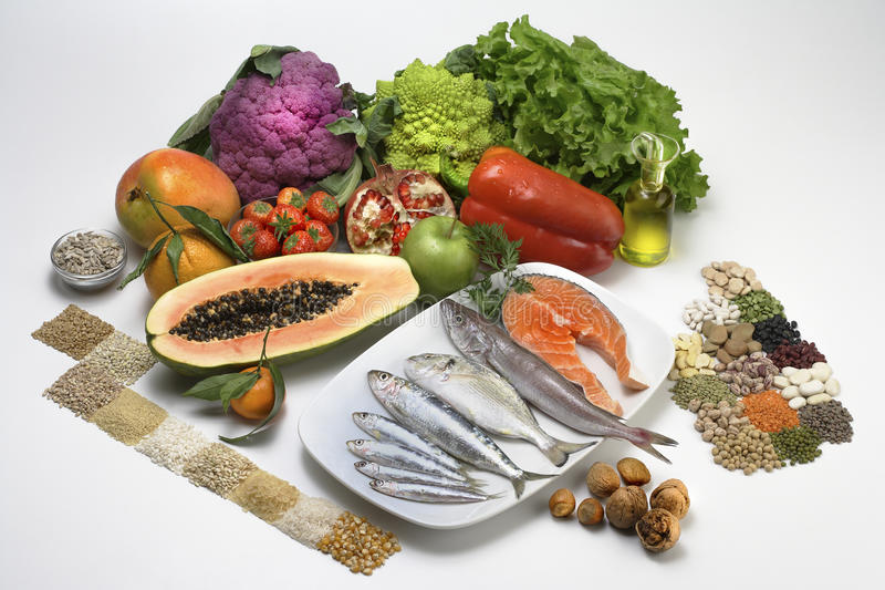 salade, vruchten, vissen en royalty-vrije stock foto's