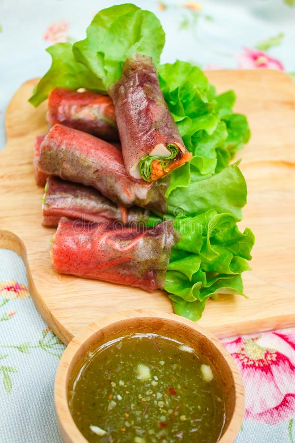 Saladebroodje voor gezondheid, het broodje van de verse groentelente, schoon voedsel stock fotografie