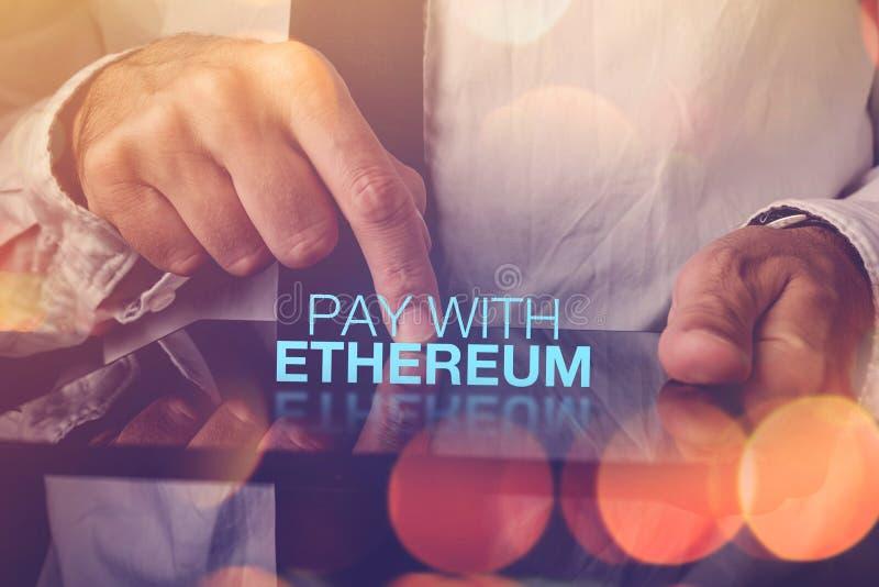 Salaire avec le cryptocurrency d'Ethereum photographie stock libre de droits