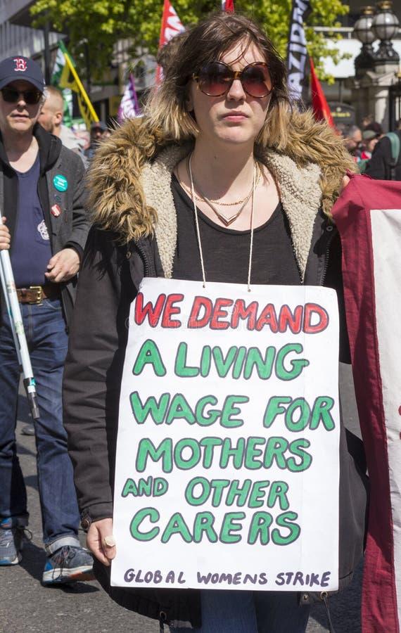 Salaire de protestataire pour vivre au rassemblement de mayday image libre de droits