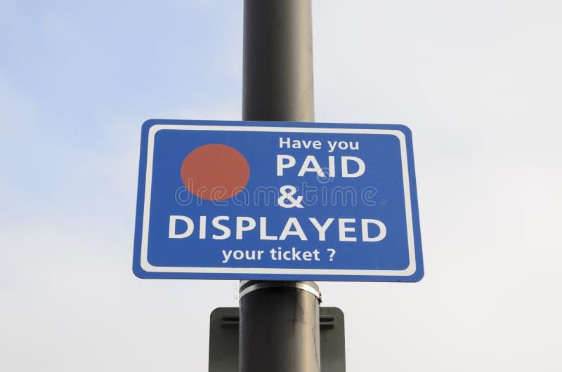 Salaire et signe montré image stock