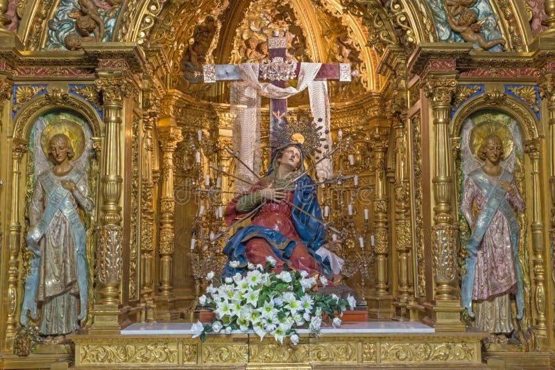 Salamanca - der geschnitzte vielfarbige barocke Altar unserer Dame der Sorge Capilla de Los Dolores in Kirche Iglesia De-La Vera  lizenzfreies stockfoto