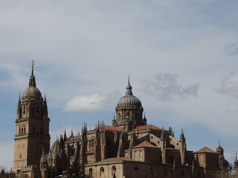 Salamanca, España torres de la catedral de lejos fotos de archivo