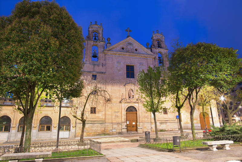 Salamanca - Iglesia de Nuestra Senora del Carmen no crepúsculo imagem de stock