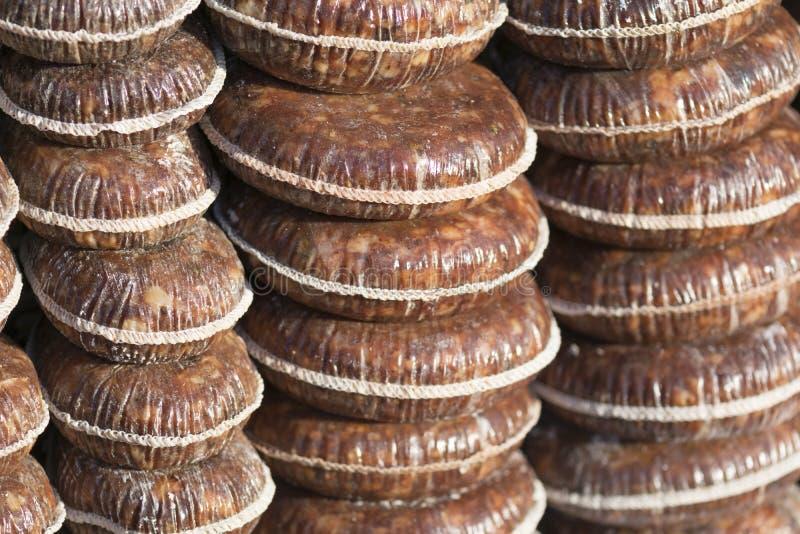 Salame no mercado da explora??o agr?cola foto de stock royalty free