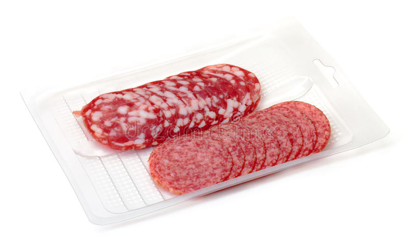 Salami das fatias no recipiente foto de stock