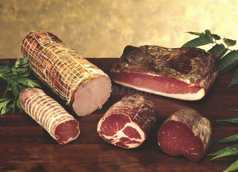 Salami en andere Italiaanse worsten royalty-vrije stock foto's