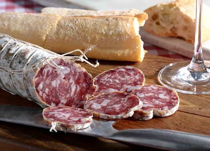 Salami italiano e pão fresco fotos de stock