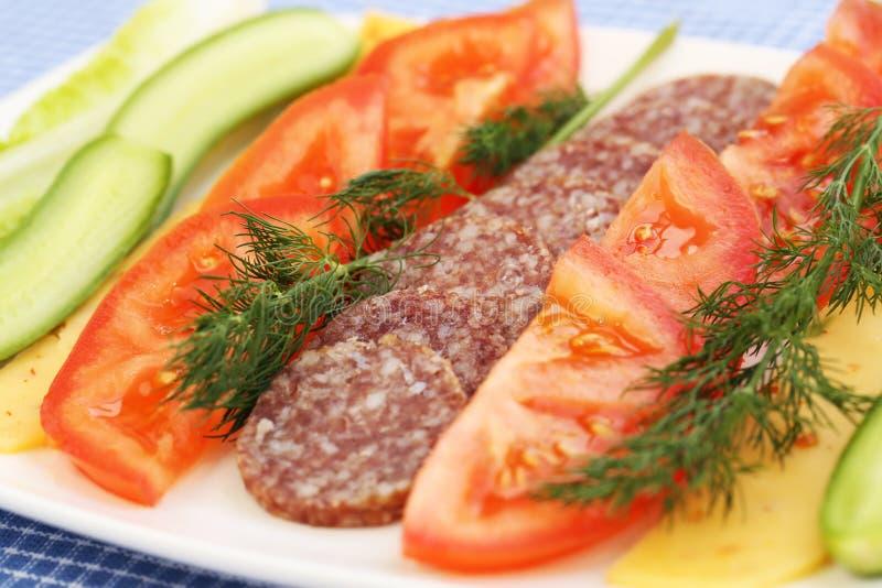 Salami och grönsaker arkivfoto