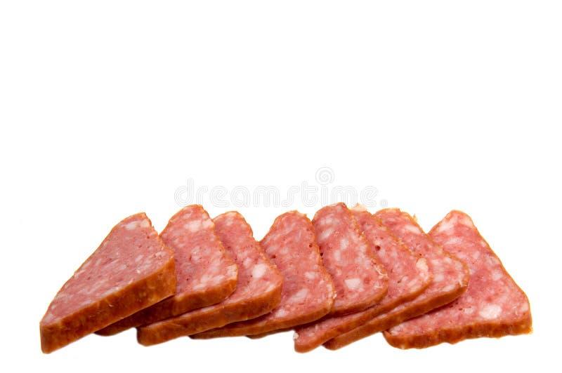 Salami rökte isolerade korvskivor royaltyfria bilder