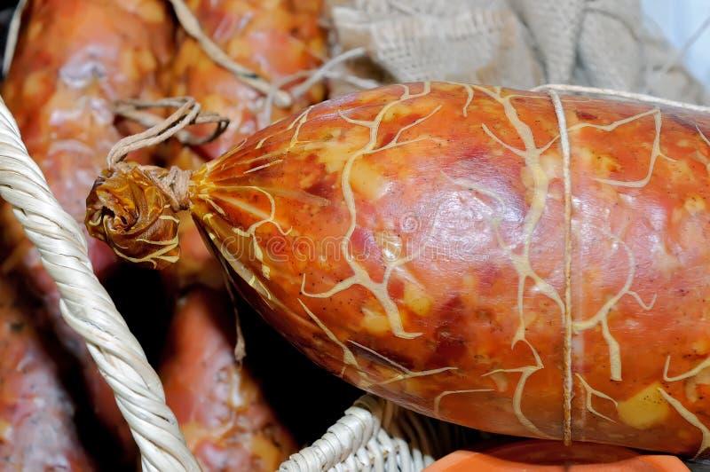 Salamiwurst, rökt nötköttkorvslut upp arkivbild