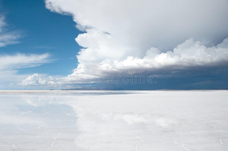 Salar de Uyuni (sal liso em Bolívia) fotos de stock