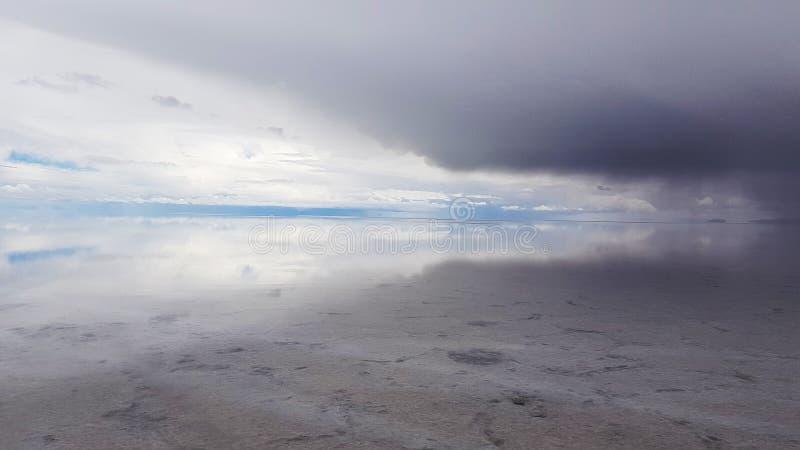Salar de Uyuni si ? sommerso dopo le pioggie, Bolivia fotografia stock