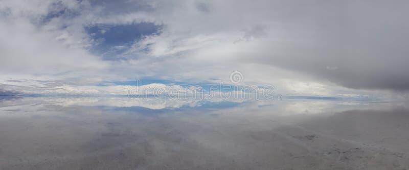 Salar de Uyuni si ? sommerso dopo le pioggie, Bolivia immagine stock libera da diritti