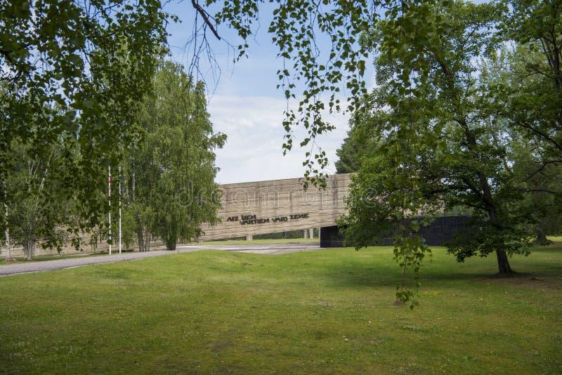 Salaspils, Латвия - 19-ое июня 2019: Памятники на ансамбле Salaspils мемориальном Мемориал расположен на бывшем месте Salaspils стоковое фото rf