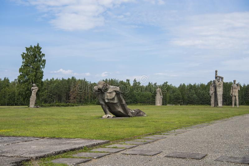 Salaspils, Латвия - 19-ое июня 2019: Памятники на ансамбле Salaspils мемориальном Мемориал расположен на бывшем месте Salaspils стоковое изображение rf