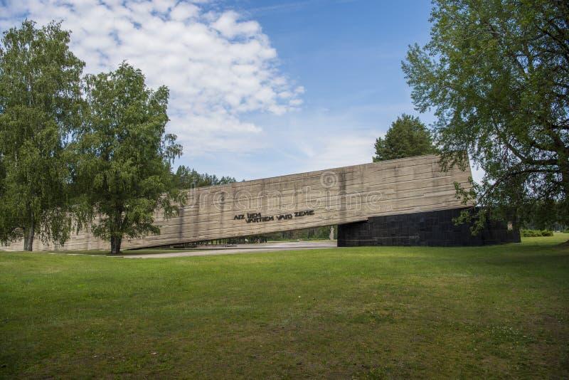Salaspils, Letland - Juni 19, 2019: Monumenten bij het Herdenkingsensemble van Salaspils Het gedenkteken wordt gevestigd op de vr royalty-vrije stock afbeeldingen