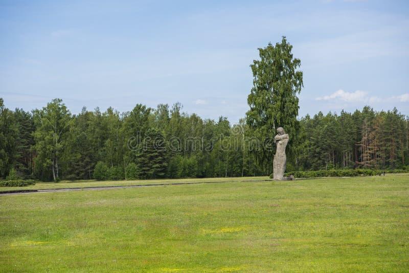 Salaspils, Lettonia - 19 giugno 2019: Monumenti all'insieme commemorativo di Salaspils Il memoriale è situato sul precedente post fotografia stock libera da diritti