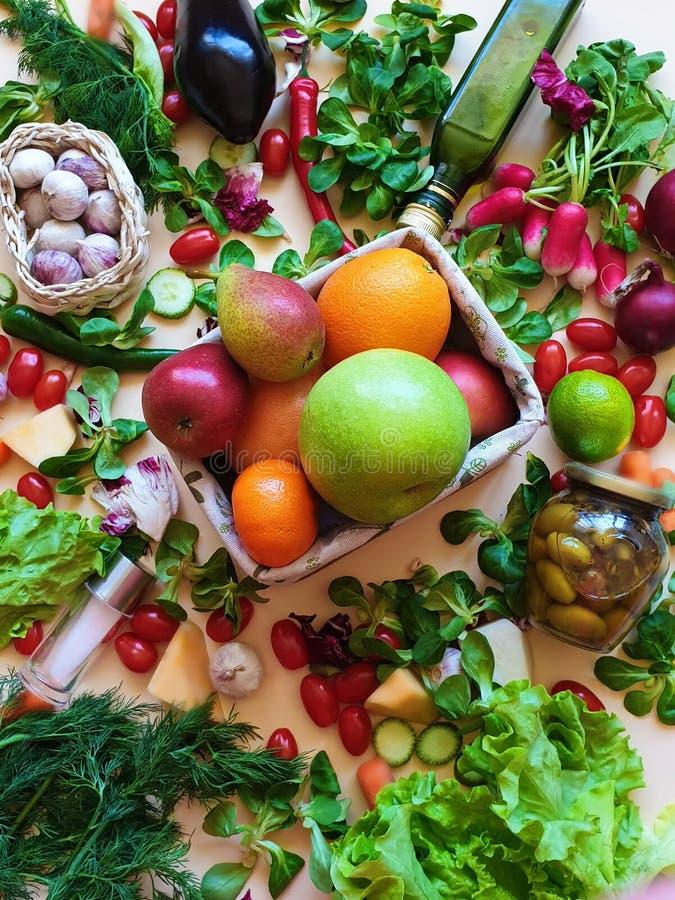 Salat цитруса мандарина яблока красного перца оливкового масла фруктов  стоковые фото