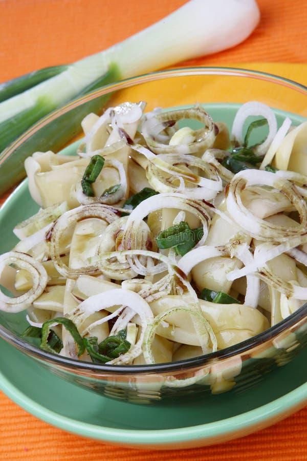 Salat der grünen Bohnen mit frischer Frühlingszwiebel Rin des Schnittes lizenzfreie stockbilder