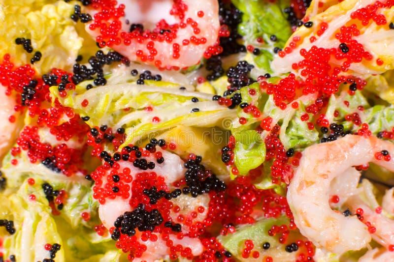 Salat des Kaviars und der Garnelen, Makro lizenzfreie stockfotografie