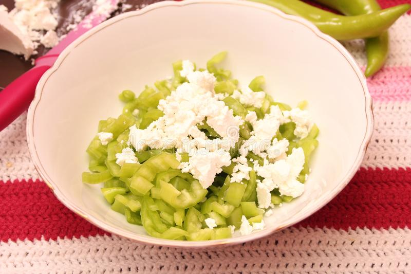 Salat des Paprikas und des Fetas lizenzfreie stockbilder