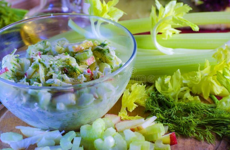 Salat des Selleries und des Apfels lizenzfreie stockfotos