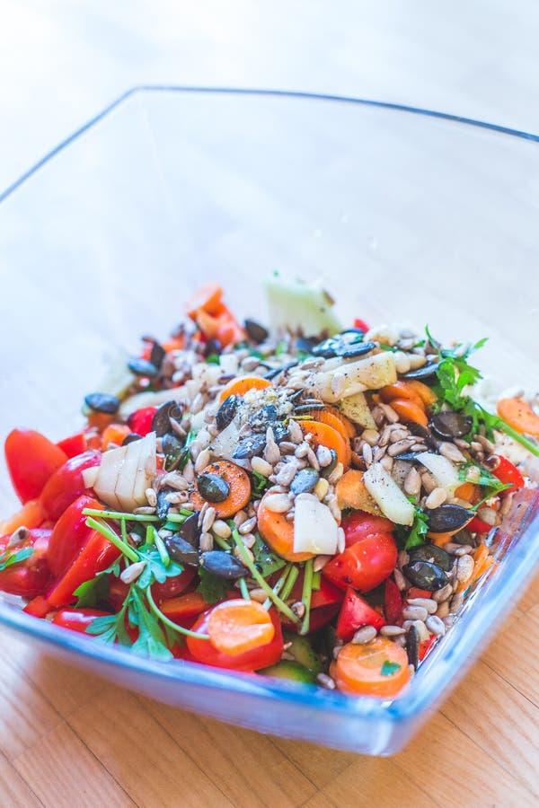 Salat mélangé frais et savoureux, heure d'été image libre de droits