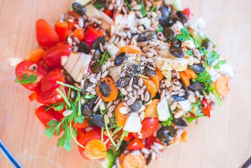 Salat misturado fresco e saboroso, horas de verão fotos de stock royalty free