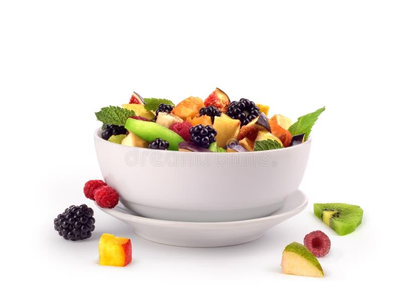 Salat mit frischen Früchten und Beeren lizenzfreie abbildung