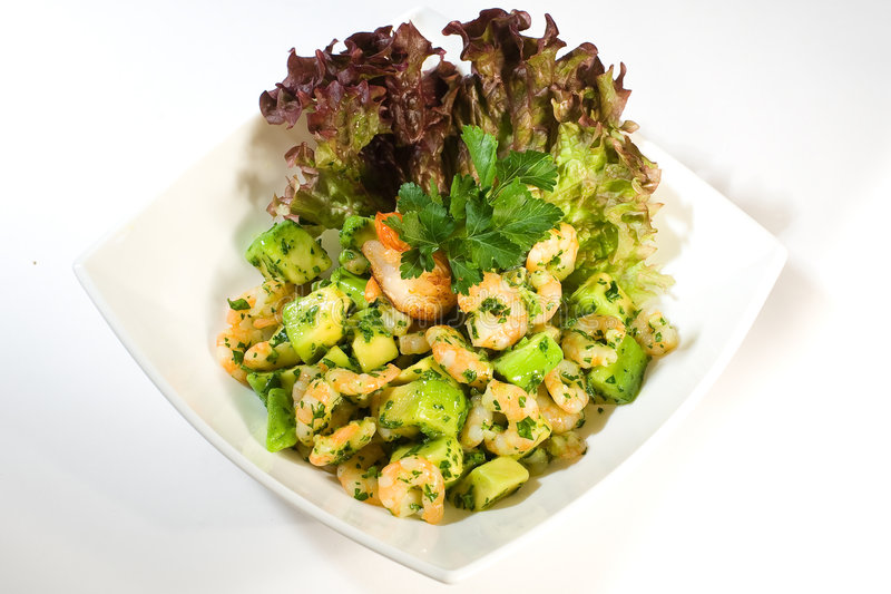 Salat mit Garnele und Avocado lizenzfreies stockbild