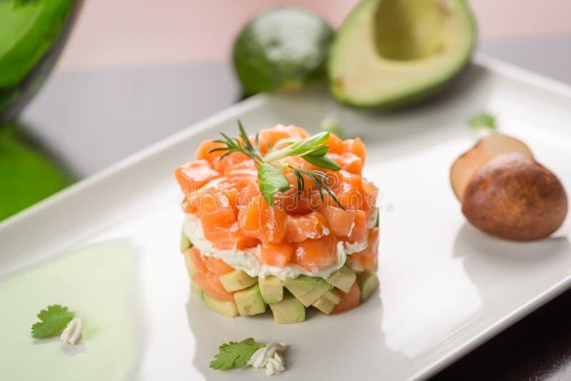 salat mit ger uchertem lachs und avocado stockbild bild von aperitif appetitanregend 48021505. Black Bedroom Furniture Sets. Home Design Ideas