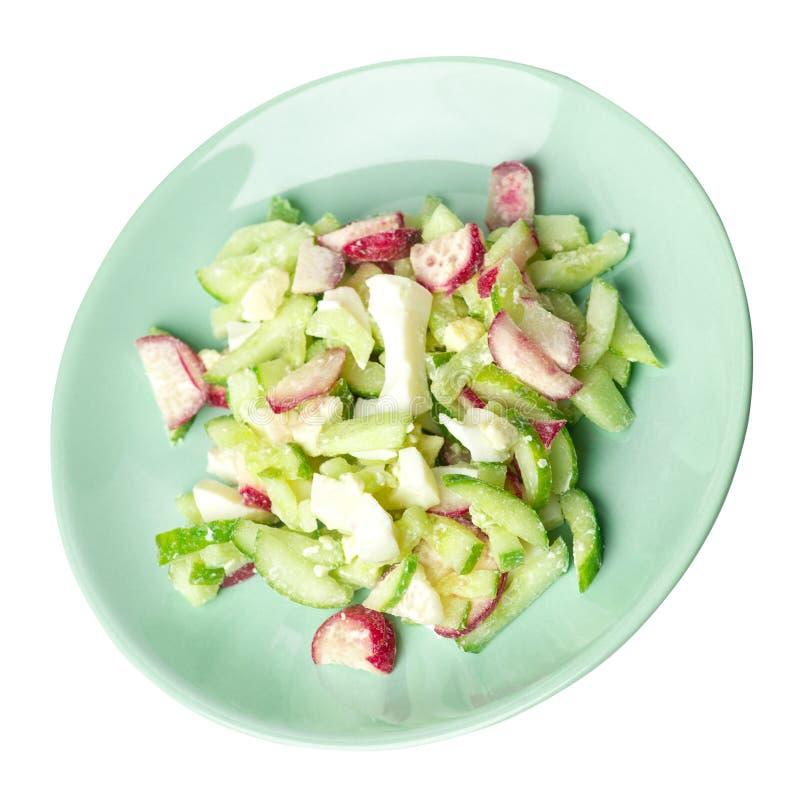 Salat mit Gurken und Eiern auf einer Platte lokalisiert auf weißem Hintergrund gesunde vegetarische Nahrungsmitteldraufsicht Asia lizenzfreie stockfotos