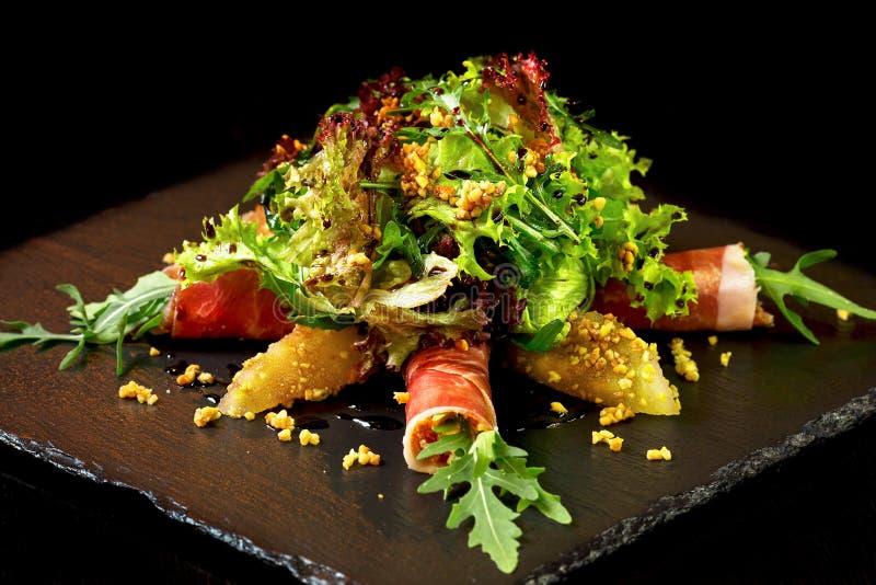 Download Salat mit prosciutto stockfoto. Bild von fleisch, mahlzeit - 90236970