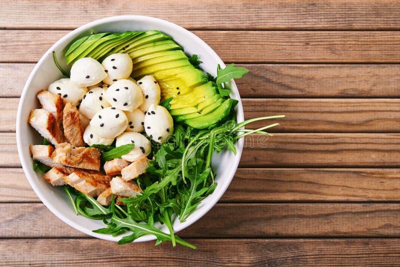 Salat mit Truthahn stockfotos