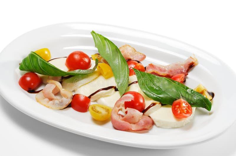 Salat - Tomate mit Mozzarella lizenzfreies stockfoto