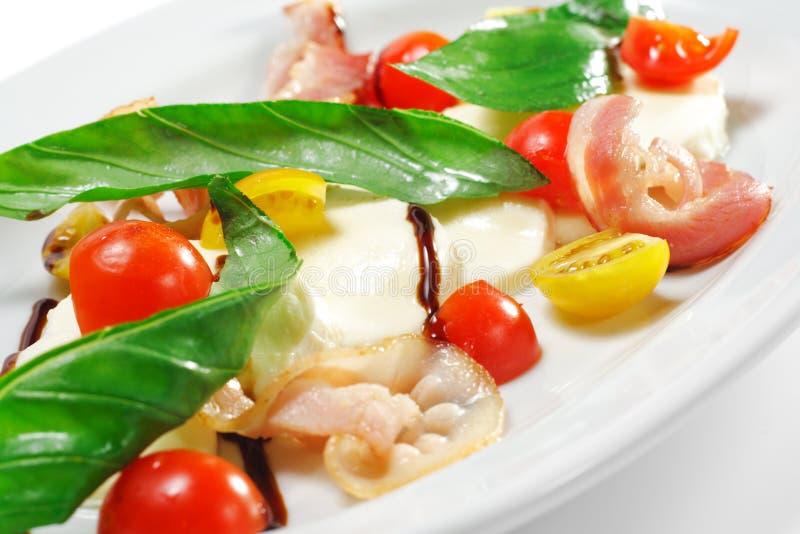Salat - Tomate mit Mozzarella stockfotografie