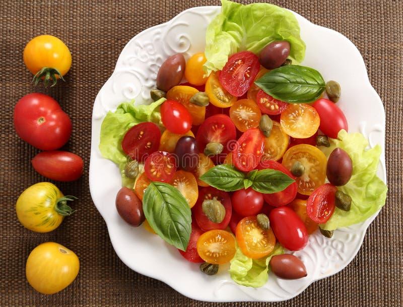 Salat von bunten Tomaten stockfoto