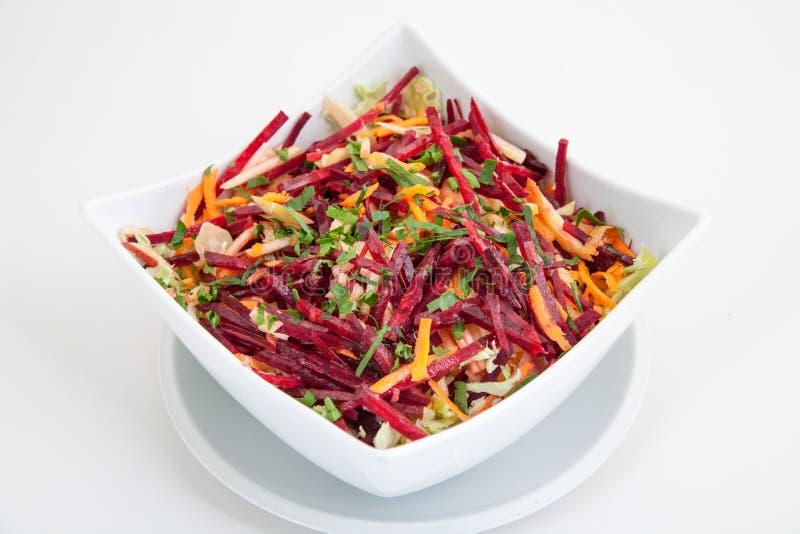 Salat von frischen roten Rüben und von Karotten lizenzfreie stockfotos