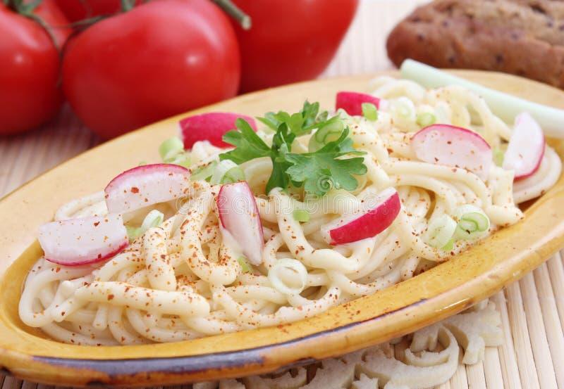 Salat von Nudeln stockfotos