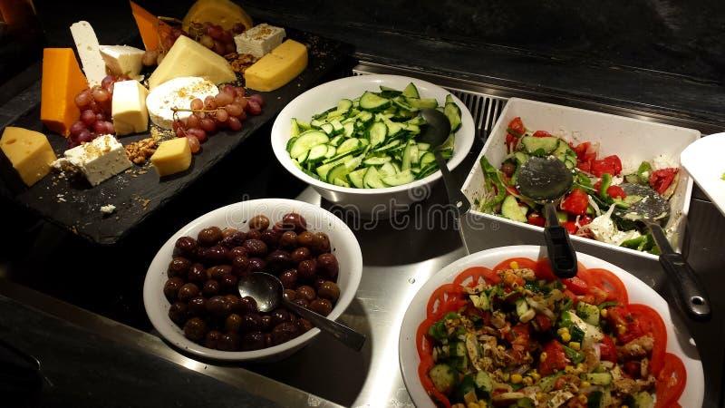 Salate und andere griechische Zartheit stockbilder