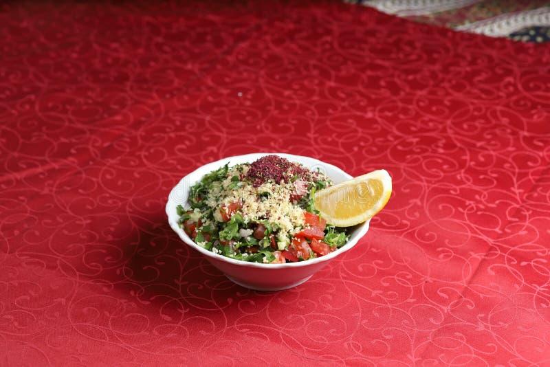 Salati di Choban, insalata del cetriolo del pomodoro con il limone e parmigiano immagine stock libera da diritti