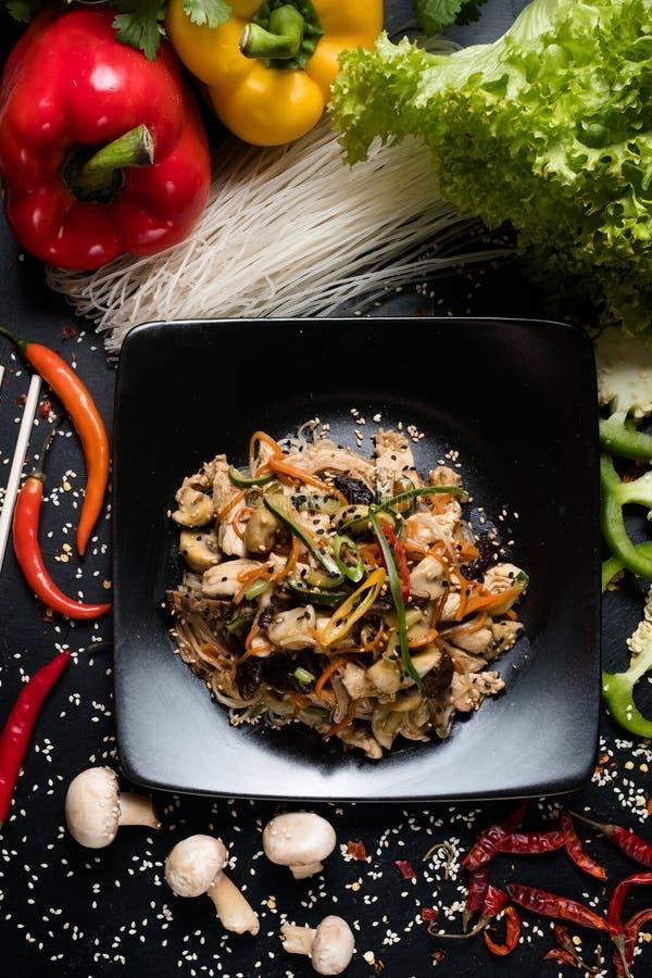 Salatrezeptlebensmittelinhaltsstoffe, die asiatische Mahlzeit kochen stockfoto