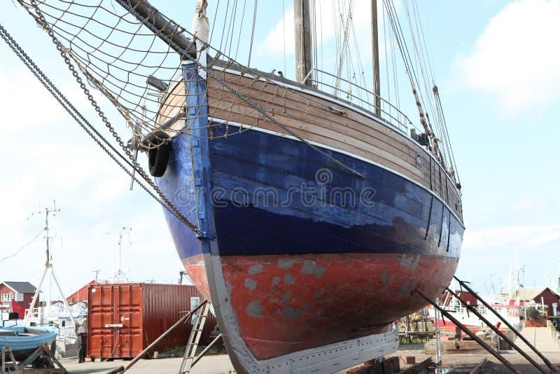 Salboat Pod naprawą fotografia royalty free
