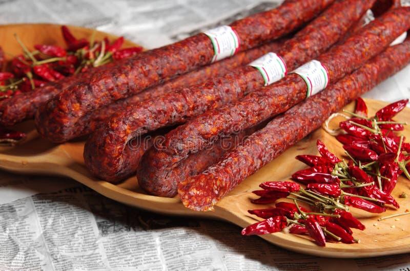 Salchicha y paprika roja húngara fotografía de archivo libre de regalías